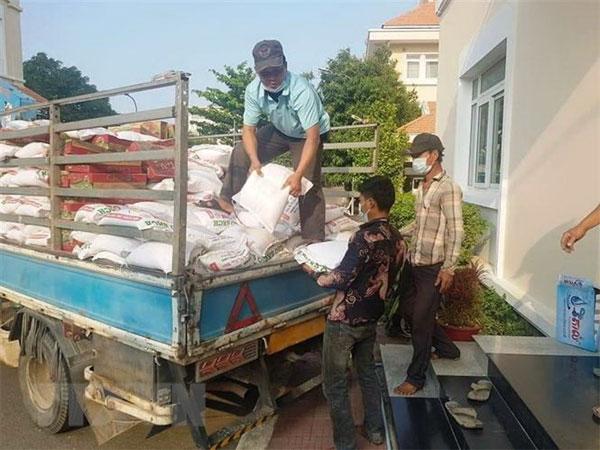 TP. HCM hỗ trợ Việt kiều, dân Campuchia và Lào bị ảnh hưởng dịch
