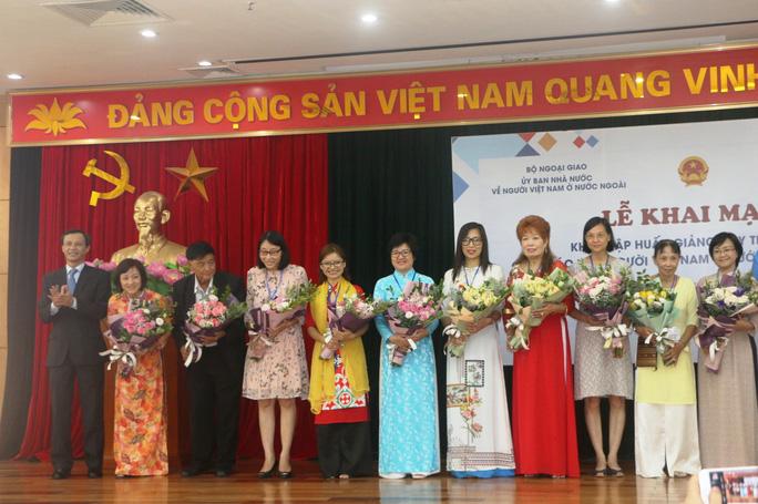 Gần 400 đại biểu tham dự Khóa tập huấn giảng dạy tiếng Việt cho giáo viên kiều bào năm 2021