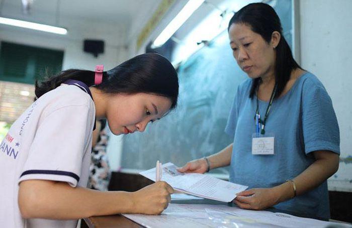 Học sinh Hà Nội vẫn đăng ký dự tuyển vào lớp 10 từ ngày 12-5