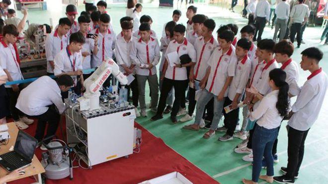 Các trường nghề được tiếp tục dạy chương trình giáo dục thường xuyên cấp THPT