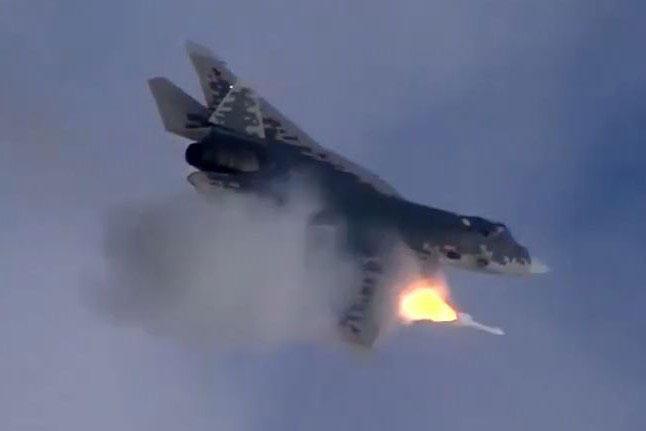 Tiêm kích Su-57 vượt qua cuộc thử nghiệm đầu tiên với tên lửa siêu thanh