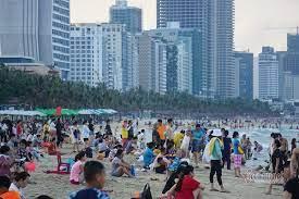 Đà Nẵng cho người dân tắm biển, chơi thể thao ngoài trời