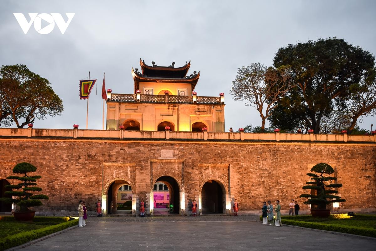 Nghe Hoàng Thành Thăng Long 'kể' câu chuyện đêm
