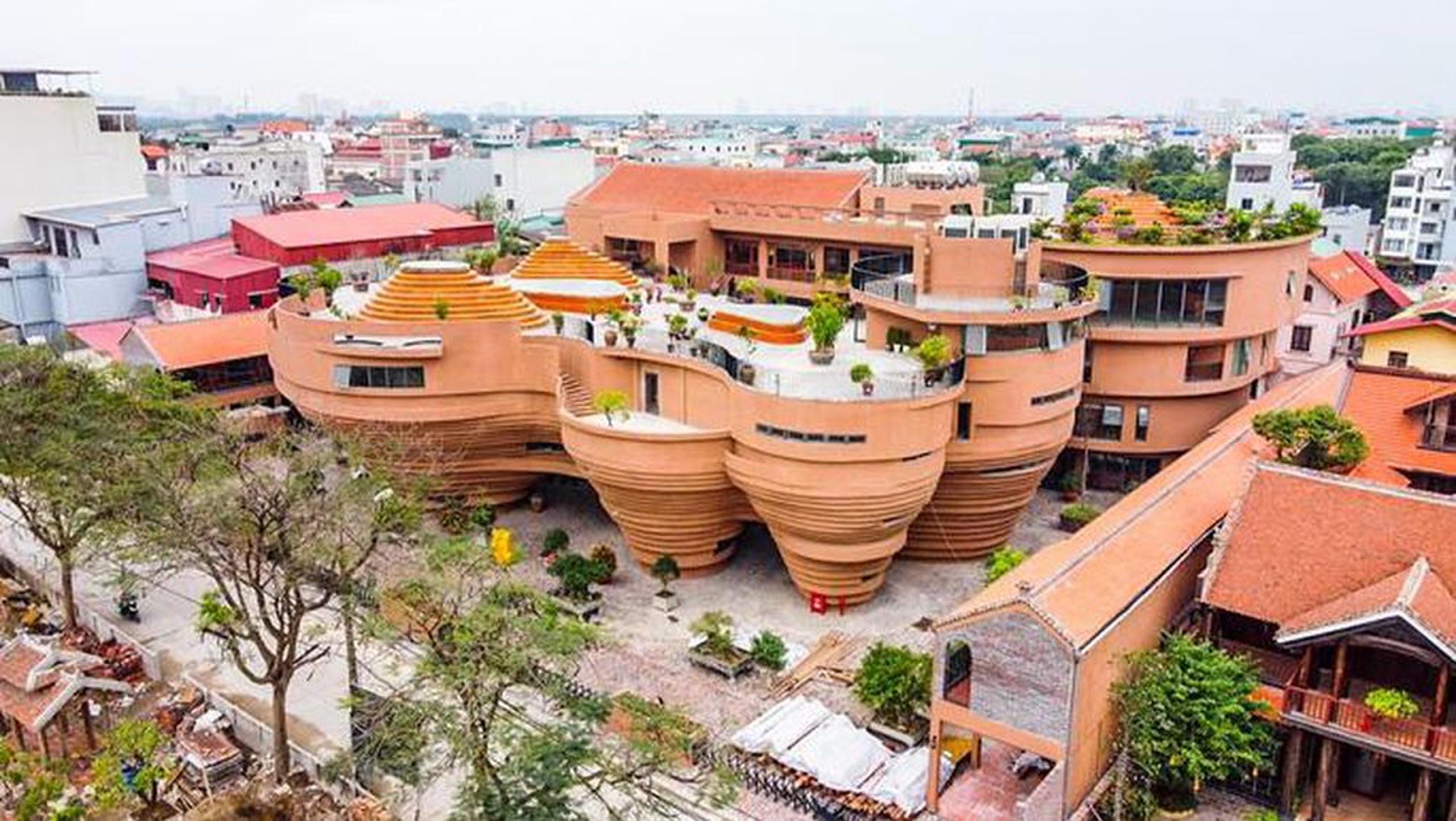 Trung tâm Tinh hoa làng nghề Việt - Điểm đến độc đáo ở làng gốm Bát Tràng.